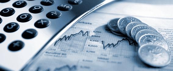 Moeda em cima de pagina com gráficos de investimento representando Definições Legais de Fundos de Investimento